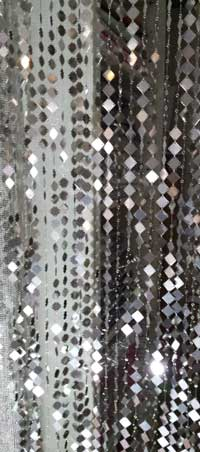 Metal curtain with square plates - detail